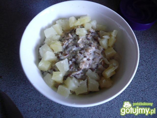 Owsianka z ananasem i pestkami dyni