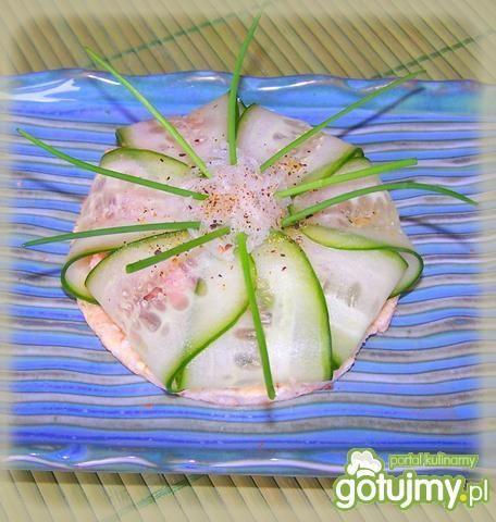 Paczuszka z tuńczykiem na waflu ryżowym