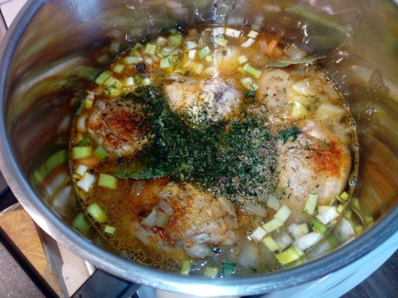 Pałki z kurczaka w sosie warzywnym
