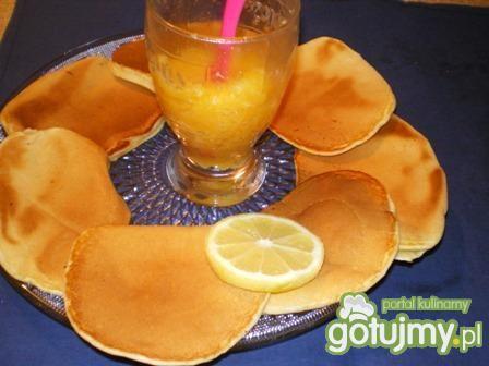 Pancakes with lemon curd
