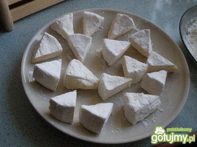 Panierowany Camembert z pistacjami
