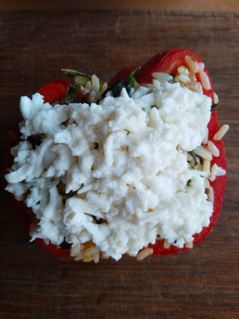 Papryka nadziewana szpinakiem, mozzarellą i ryżem
