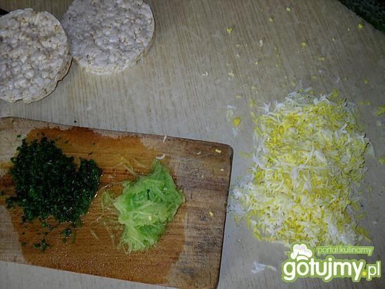 Pasta ogórkowa na waflach