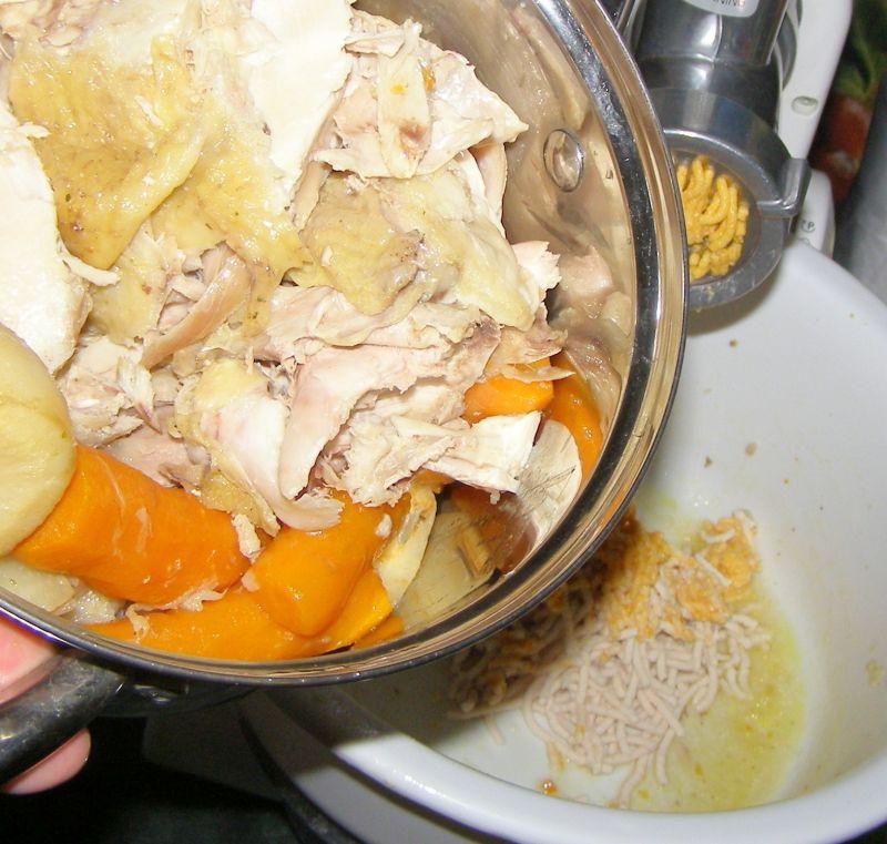 Pasztet z kury rosołowej,włoszczyzny,makaronu