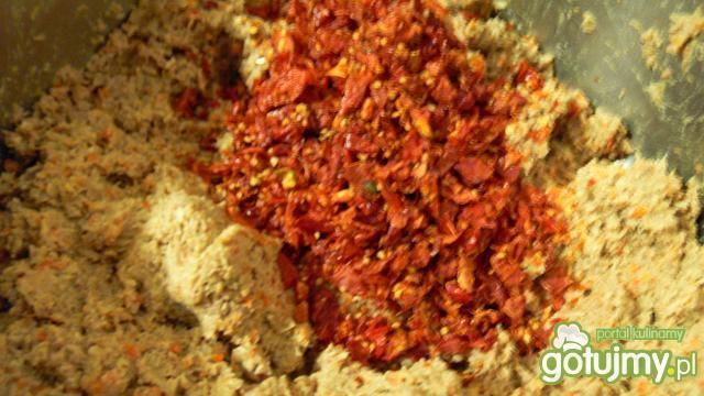 Pasztet z płatkami suszonych pomidorów
