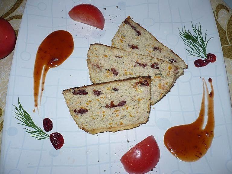 Pasztet z żurawiną  i sosem