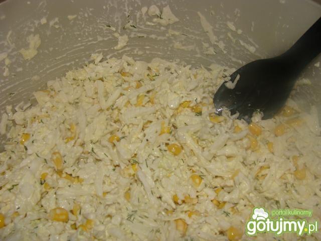 Pekińska z kukurydzą