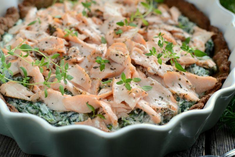Pełnoziarnista tarta z łososiem i szpinakiem