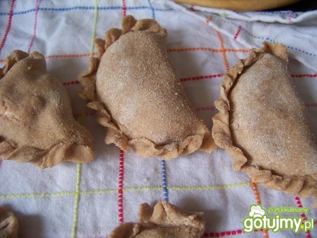Pełnoziarniste pierogi z truskawkami