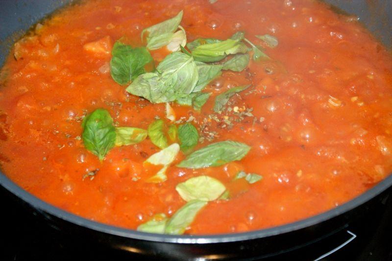 Pełnoziarniste spaghetti z chipsami z indyka