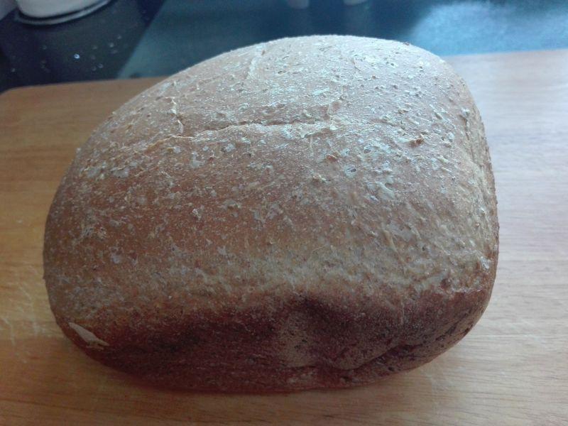Pelnoziarnisty chleb z chrupiącą skórka z automatu