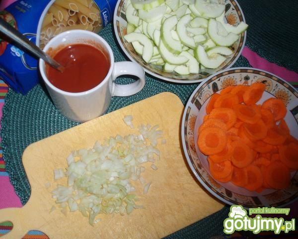 Penne z cukinią i marchewką