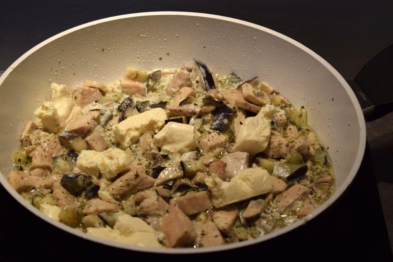 Penne z kurczakiem i bakłążanem w kremowym sosie