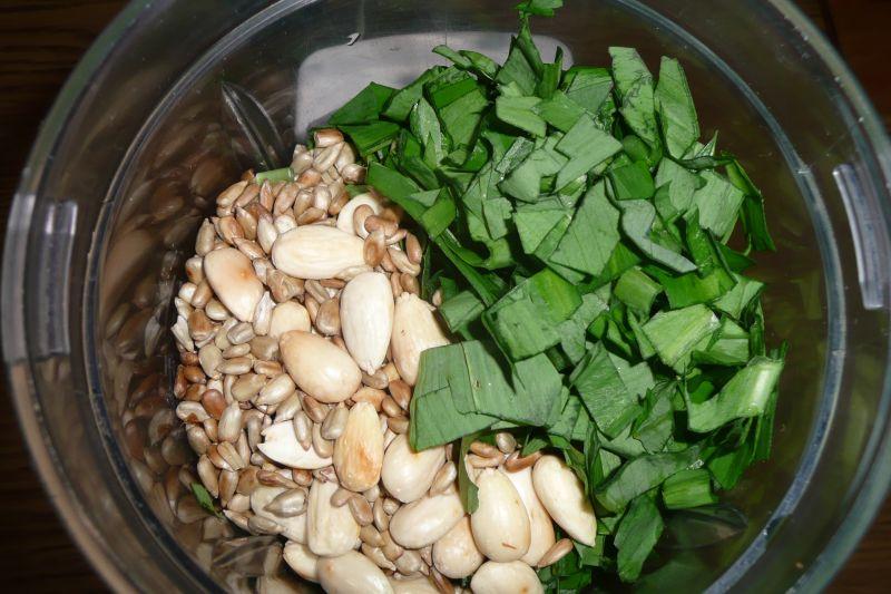 Pesto z czosnku i migdałów