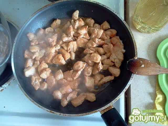 Pieczarki z kurczakiem a'la strogonow