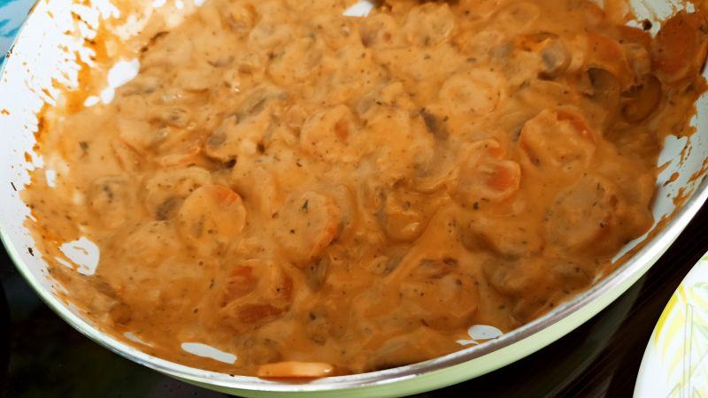 Pieczarki z marchewką na ciepło z mascarpone
