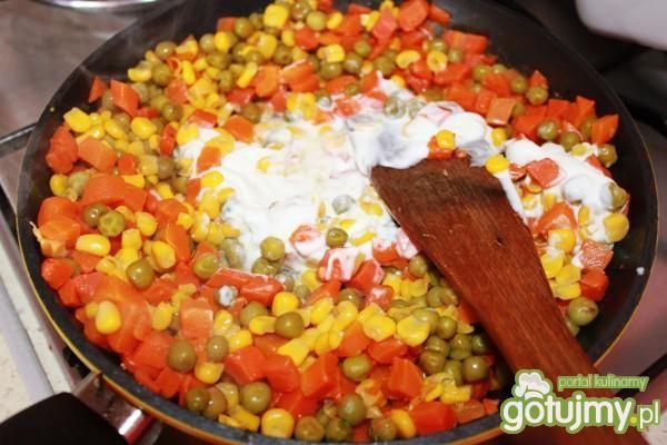 Pieczarki z ryżem i warzywami