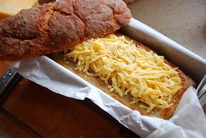 Pieczeń w chlebie schowana