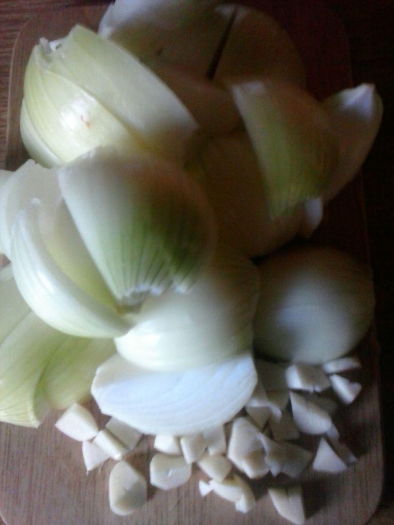 Pieczona karkówka w sosie cebulowym