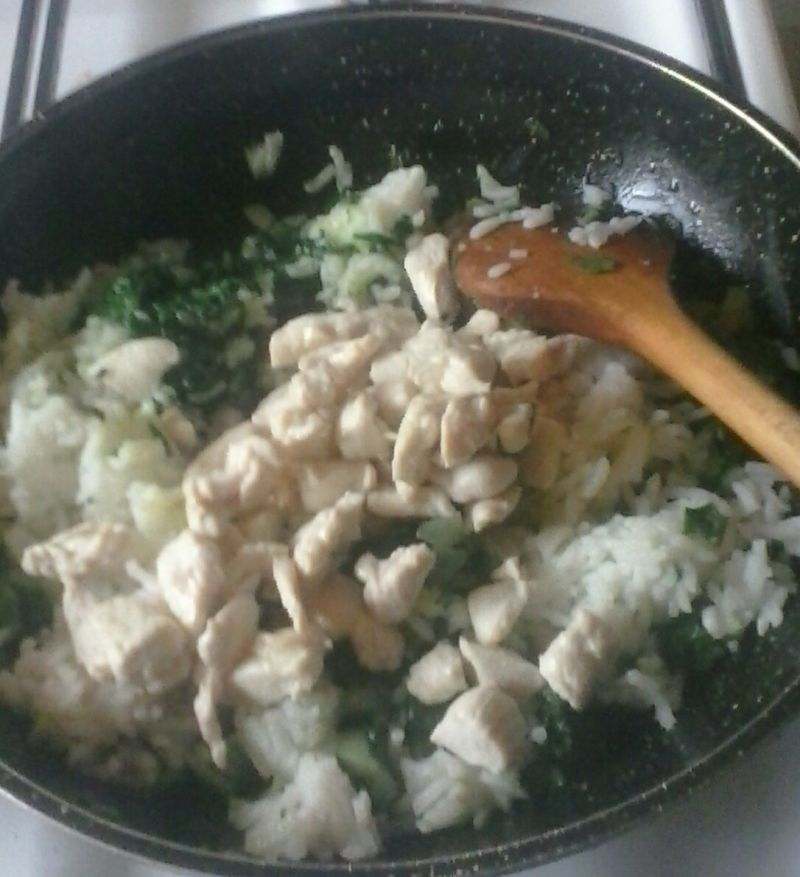 Pieczona papryka z mięsem, szpinakiem i ryżem