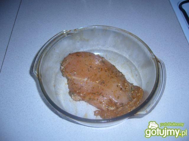 Pieczona pierś z kurczaka.