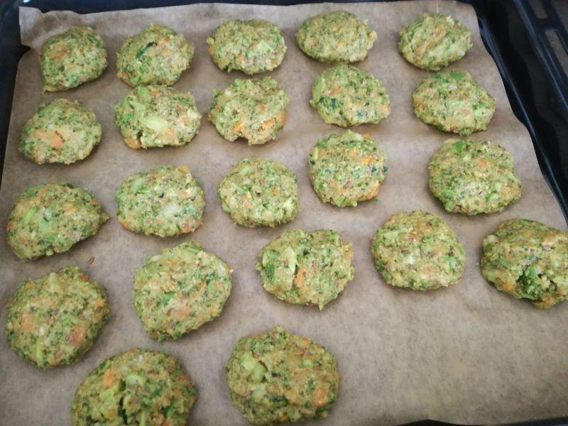 Pieczone kotleciki brokułowo-marchewkowe