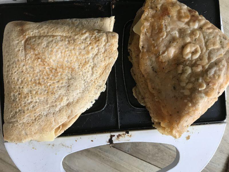 Pieczone naleśniki z pasztetem, szparagami i serem