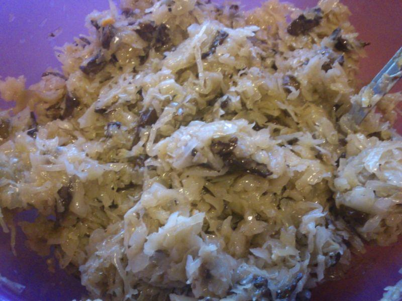 Pieczone pierożki z kapustą i grzybami.
