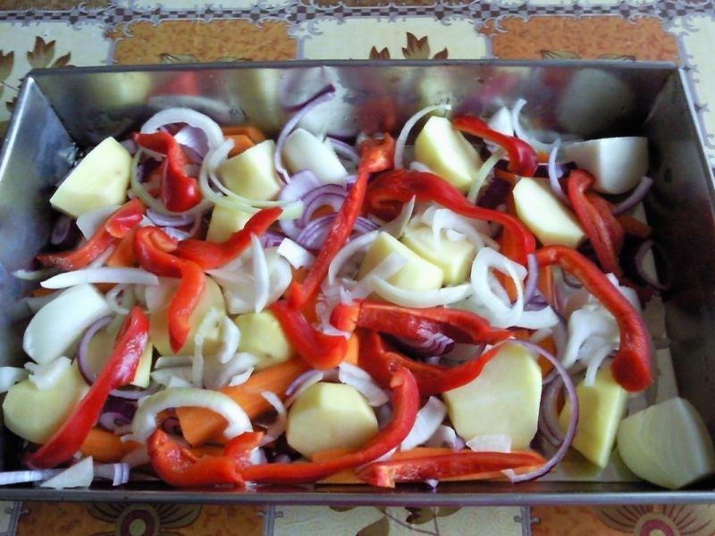 Pieczony kurczak na warzywach