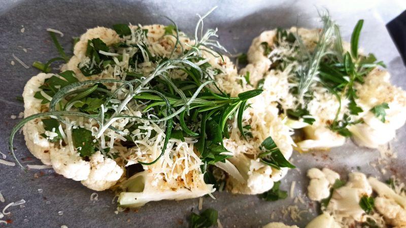Pieczony stek z kalafiora
