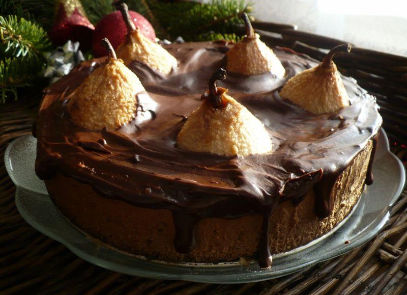 Piernikowy sernik czekoladowy z gruszkami