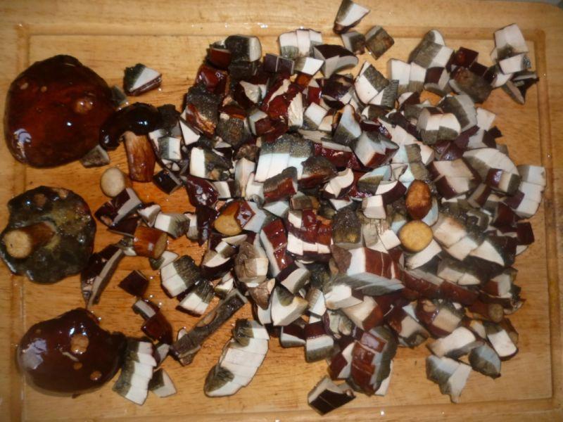Pierogi z kaszanką i leśnymi grzybami