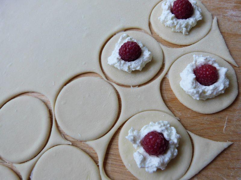 Pierogi z malinami i serem