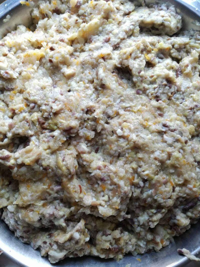 Pierogi ze świeżych grzybów z kiszoną kapustą
