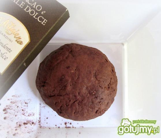 Pierożki kakaowe z ricottą i truskawkami