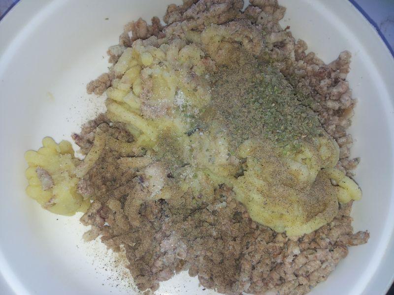 Pierożki z kuskusem i mięsem gotowanym