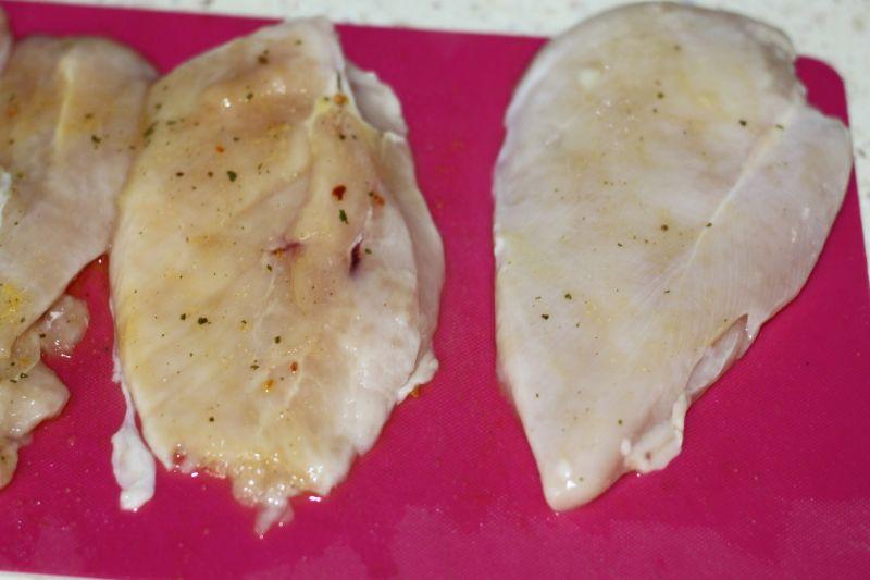 Pierś faszerowana serkiem fetta, rukolą i oliwkami