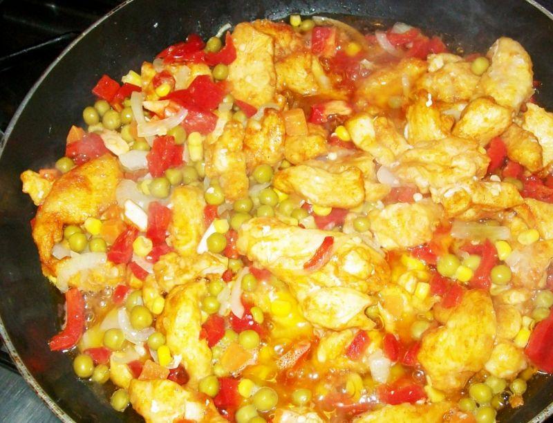 Pierś z kurczaka z ryżem w sosie chińskim