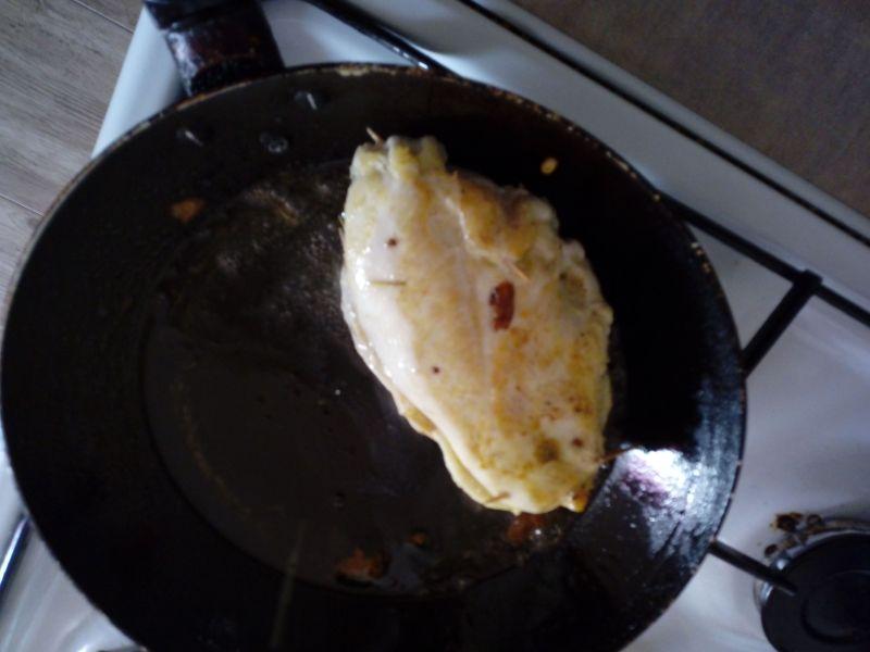 Pierś z kurczaka ze szpargami i mozzarellą