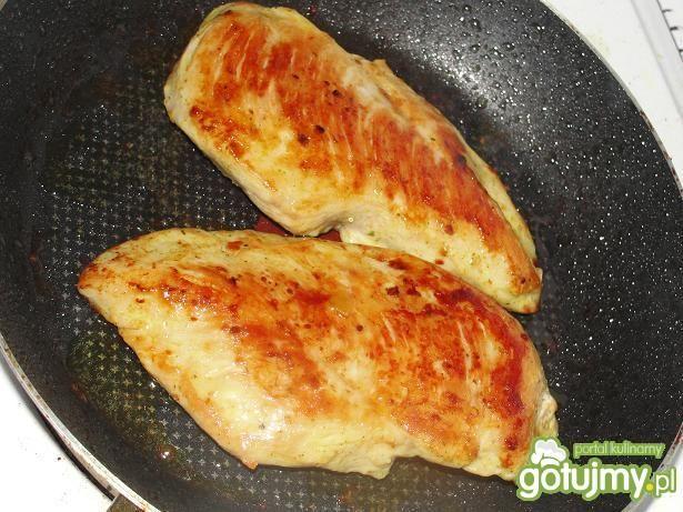 Piersi z kurczaka w kostce  drobiowej