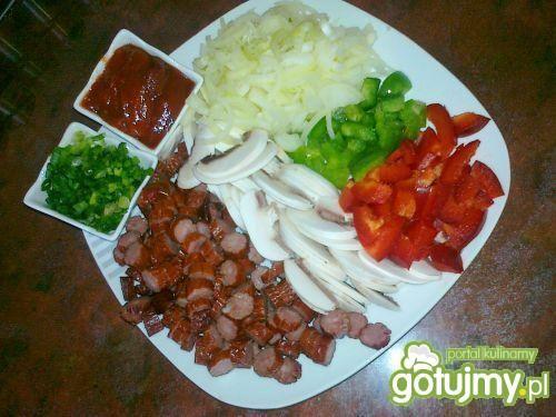 Pikantna potrawka z kabanosów