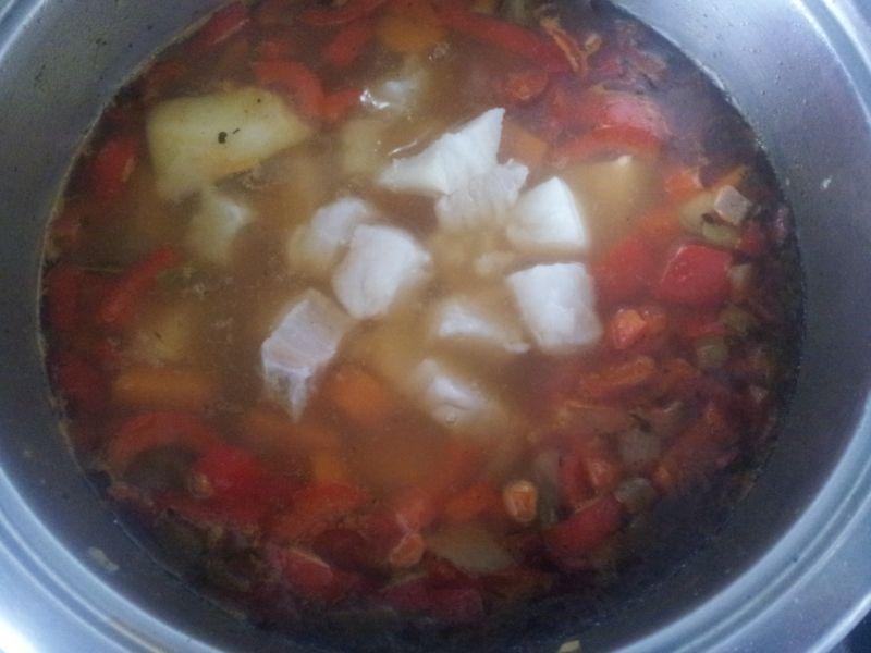 Pikantna zupa rybna
