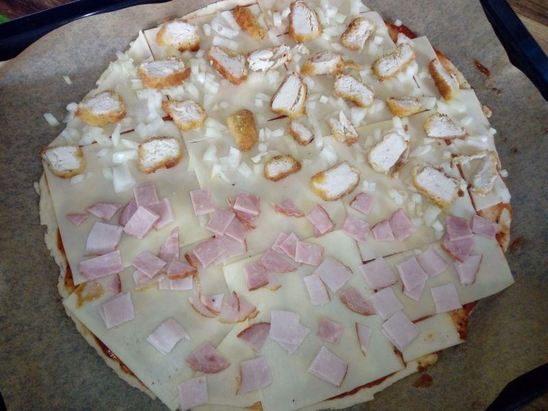 Pizza 2w1 z kurczakiem i szynką