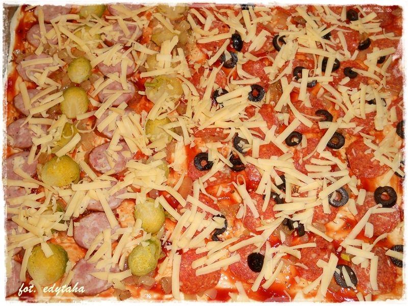 Pizza dwa smaki - z wiejską kiełbasą i brukselką