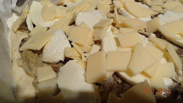 Pizza grzybowo-śmietanowa z nutą czosnku