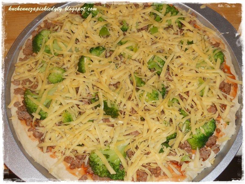 Pizza gyros z mielonym indykiem i brokułami