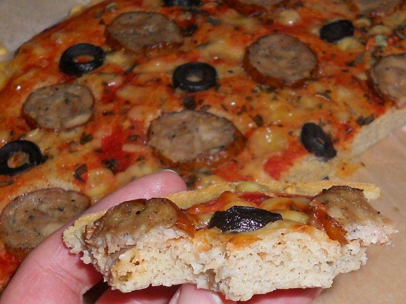 Pizza na gryczano-kukurydzianym spodzie
