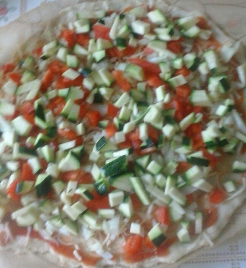 Pizza z cukinią i papryką