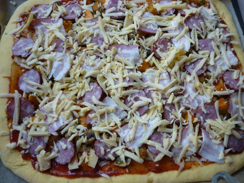 Pizza z dynią i pieczarkami