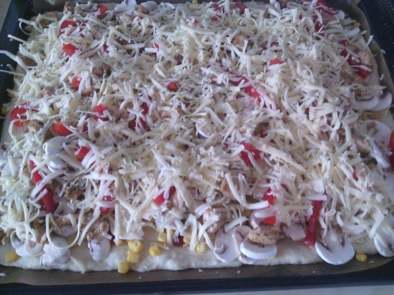 Pizza z gyrosem i papryką